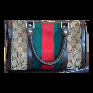 ❤️Vintage beautiful Gucci hand bag/wallet /scarf